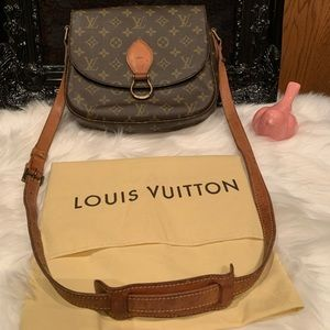 Louis Vuitton St. Cloud MG bag.